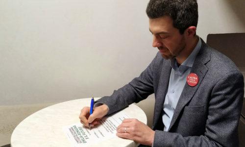 Stefano Lugli firma l'appello della Rete degli Studenti dell'Emilia-Romagna